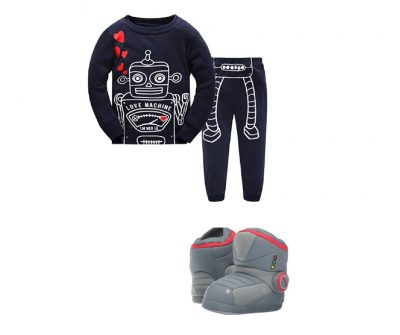 Robot pajamas and robot slippers for toddlers. Just how adorable is your robot-loving toddler going to be in these?